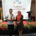 Kaprodi Sastra Indonesia Terima Penghargaan Kategori Bahasawan