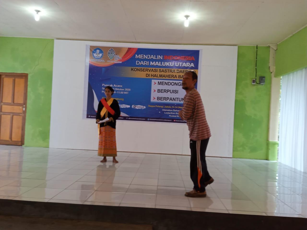 Wildan, Dosen Sasindo Unkhair, sedang melatih peserta