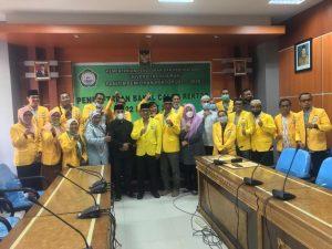 Foto bersama panitia usai pendaftaran